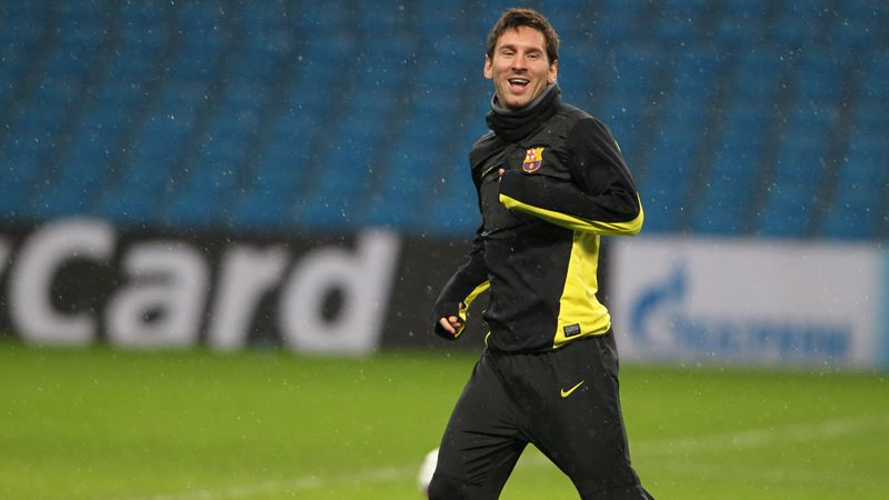What a sight - Lionel Messi training at the Etihad. Dare we dream of a day when he wears City's colours?  Courtesy @MCFC