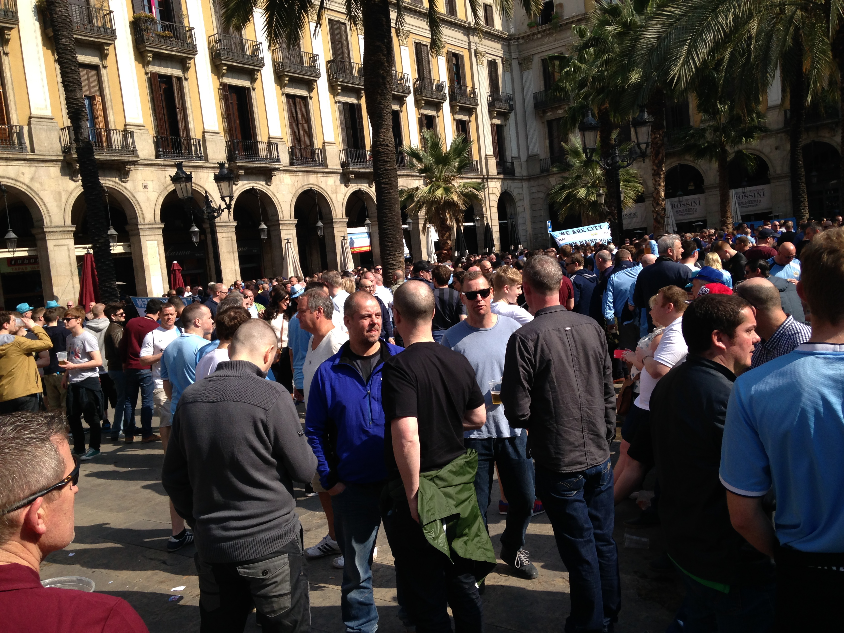 Pre-match - Afternoon drinks and revelry off Las Ramblas...but no trouble