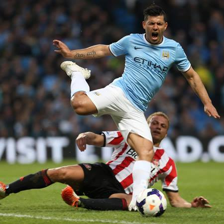 Travesty - Sergio was scythed down by Sunderland's Brown but referee Atkinson failed to act. Courtesy @MCFC