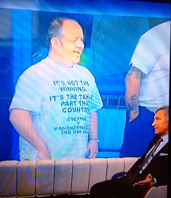 What the Flip? - Sky pundit & Liverpool fan Graeme Souness is perplexed by Everton fan Iain Evans' one-off t-shirt!