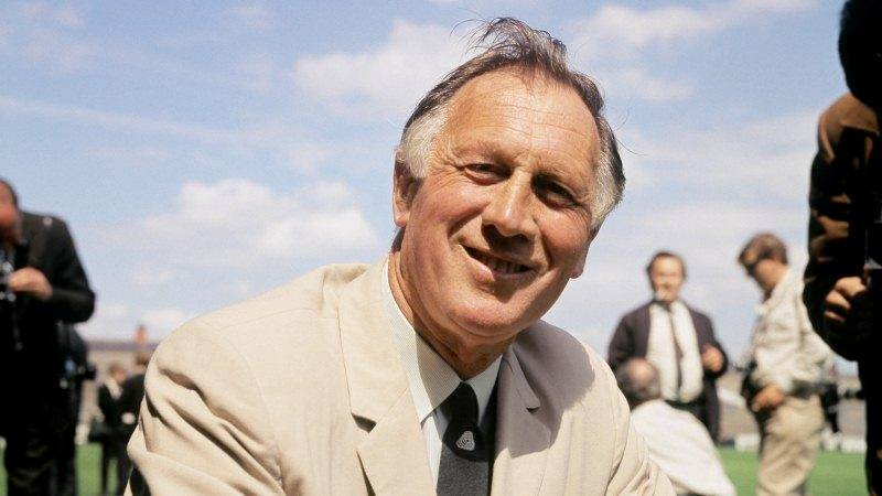100th anniversary - Joe Mercer was born and died on August 9th - but 76 years apart. Arsenal & City fans can combine to honour his memory at Wembley. Courtesy @MCFC