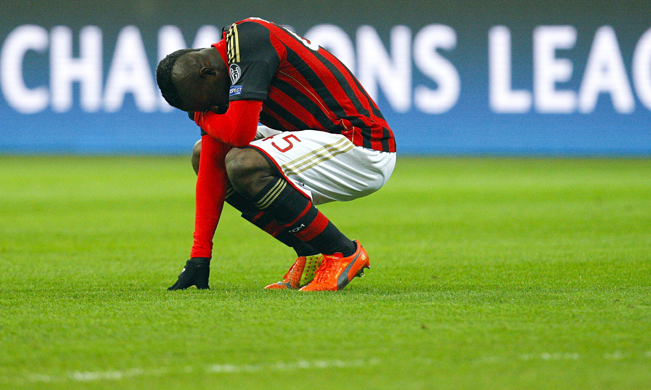 Time to go - Mario in despair at Milan.