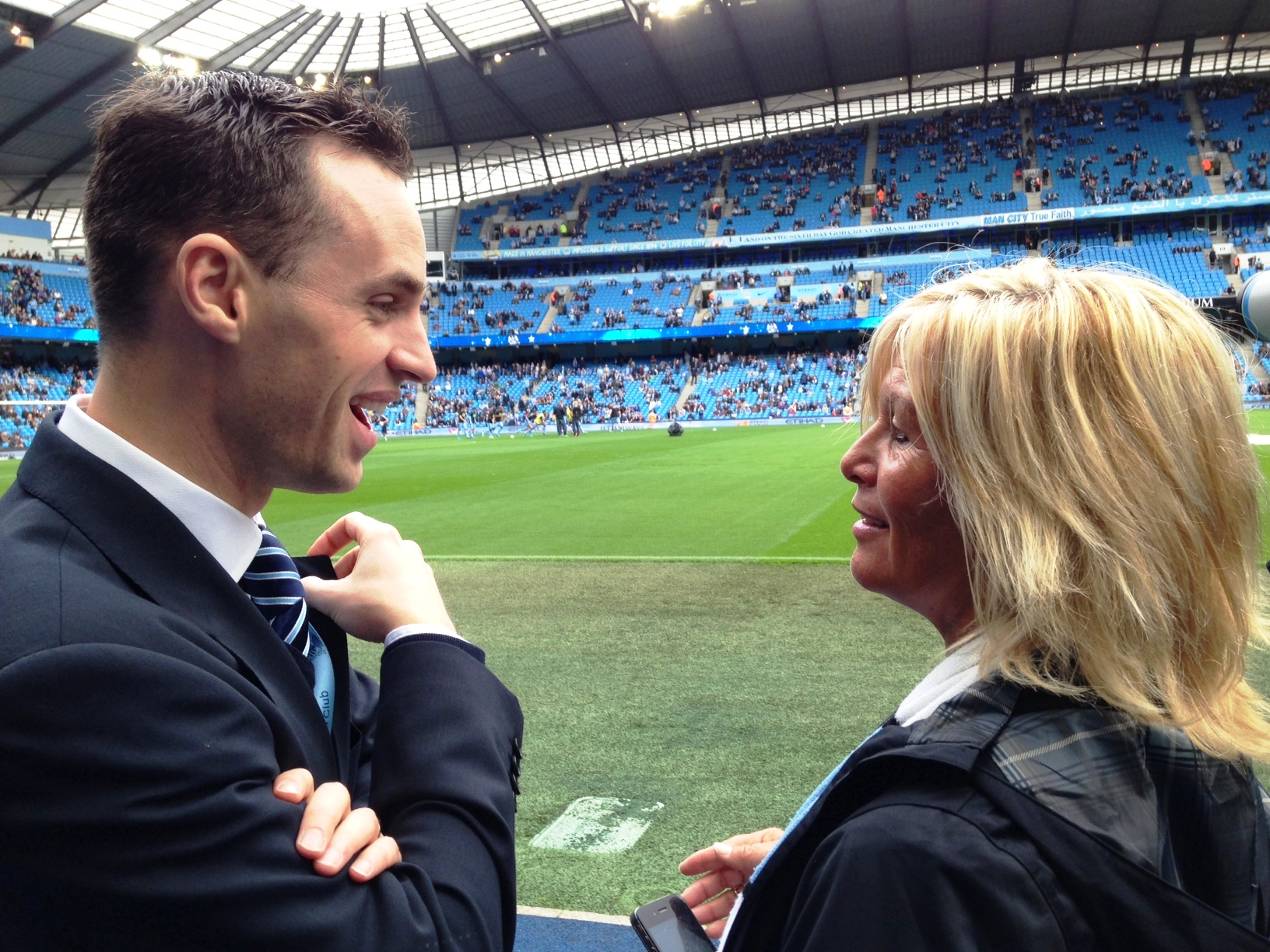 Pre-match chat - City's David Smith and Debi discuss the pitchside experience.