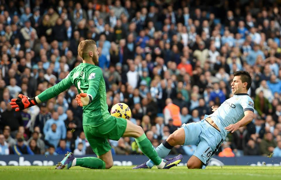 Ball player - De Gea saves from Sergio in a delicate fashion. Courtesy@MCFC