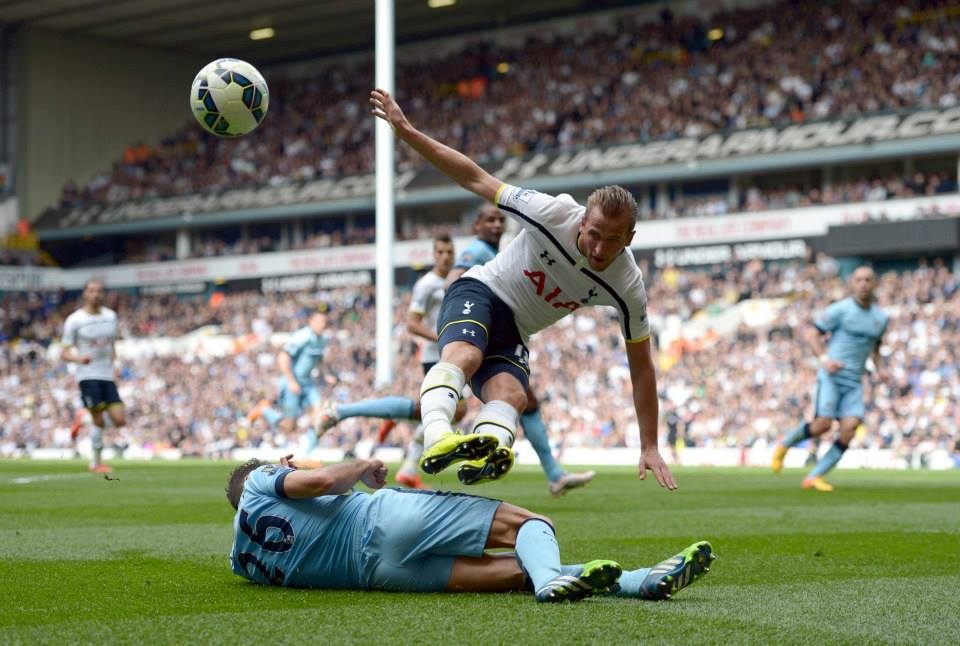 Bargain buy - Martin Demichelis blocks one of England's rising stars Harry Kane. Could they be City team mates at any stage? Courtesy@MCFC