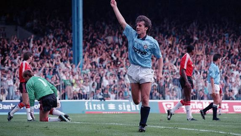 Blast from the past - Ian Bishop celebrates his goal in City's 5-1 demolition of Fergie's lot back in September 1989.Courtesy@MCFC