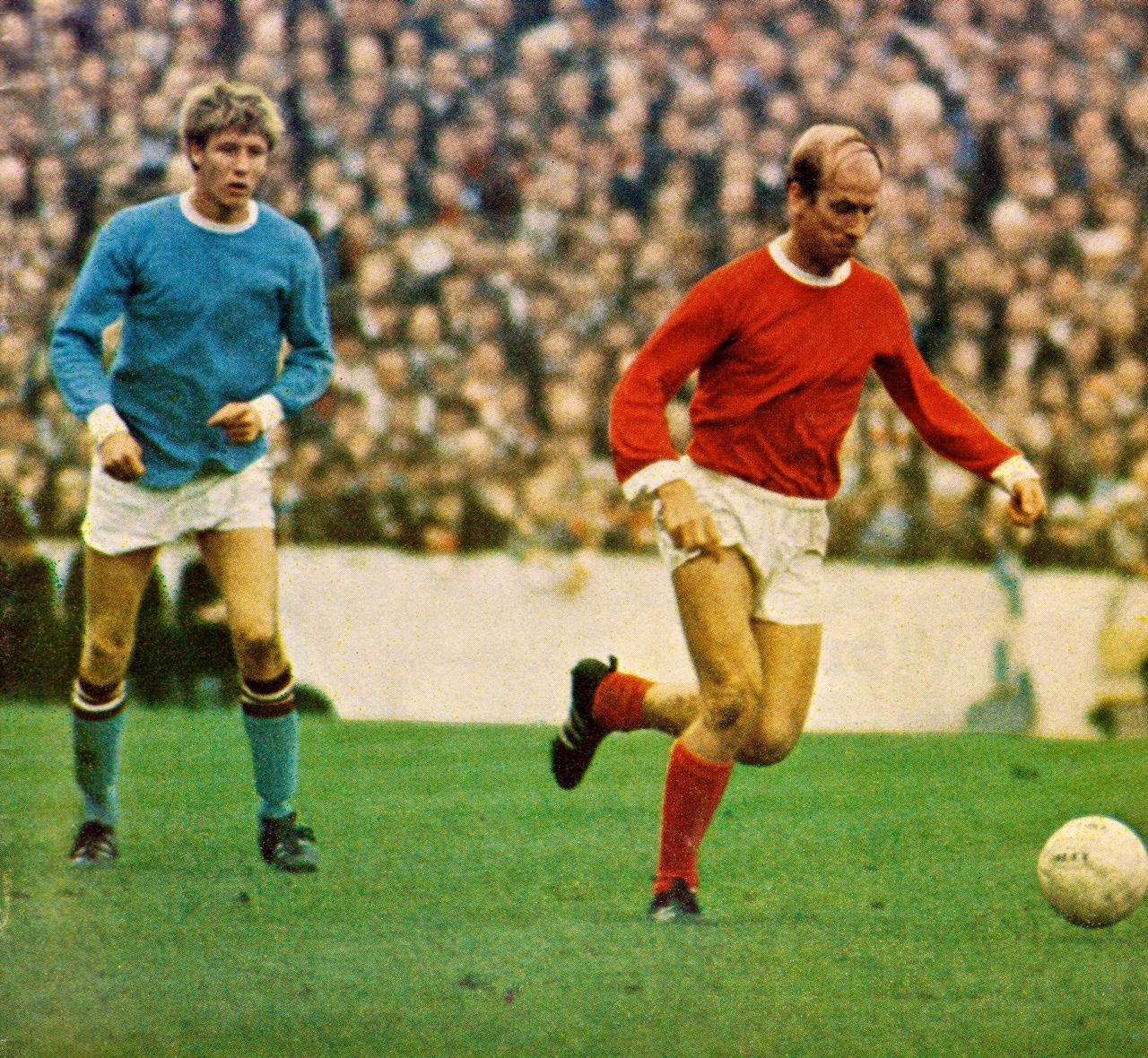 Colin and United's Bobby Charlton were Manchester rivals, but Bell describes Charlton as the player he most admired.